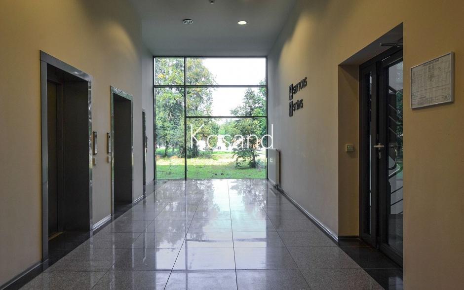 Помещения на аренду в современном здании под офисы и магазины