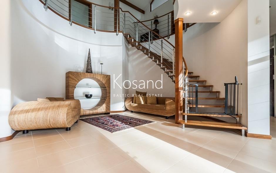 Элегантный особняк в Юрмале с большим участком