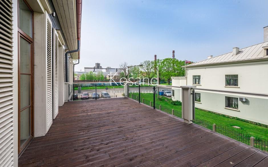 Двухуровневая квартира на аренду в Тихом центре