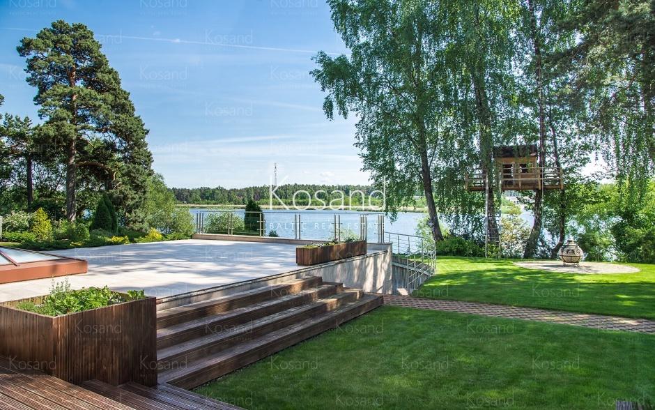 Просторный дом на берегу реки Лиелупе