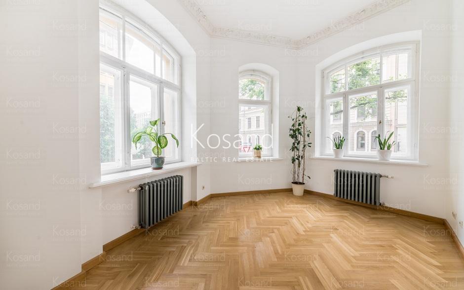 Продажа квартиры в жемчужине югендстиля