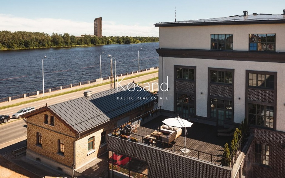 Лофт с террасой и видом на реку