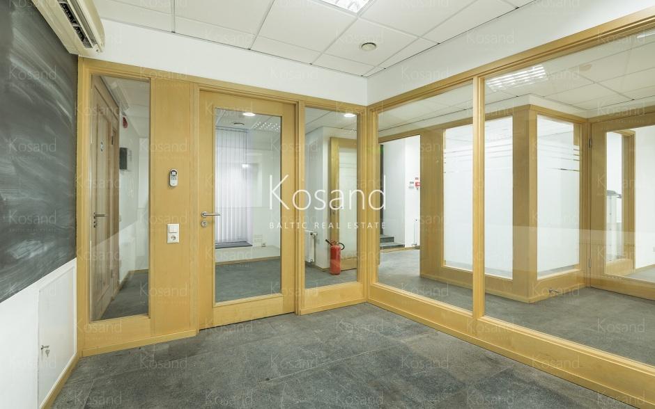 Офис с 5 кабинетами, в Риге
