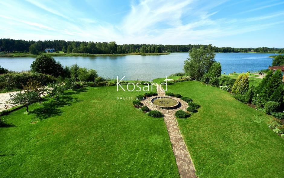 Дом на берегу озера Суниши