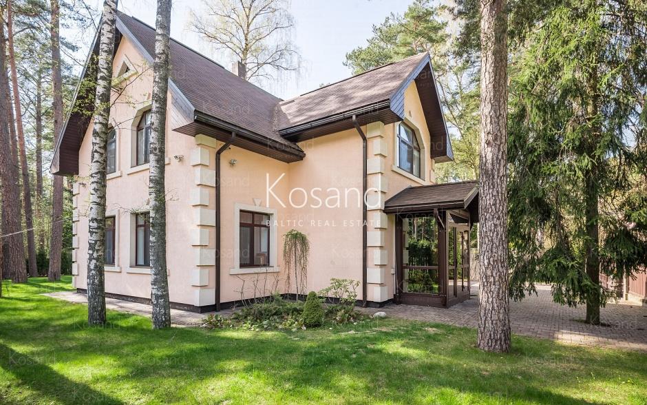 Дом в Дзинтари, рядом с сосновым лесом