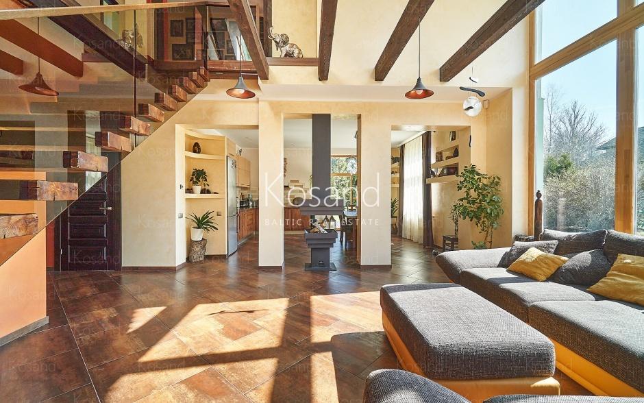 На продажу предлагается дом в Дзинтаре на стороне реки Лиелупе
